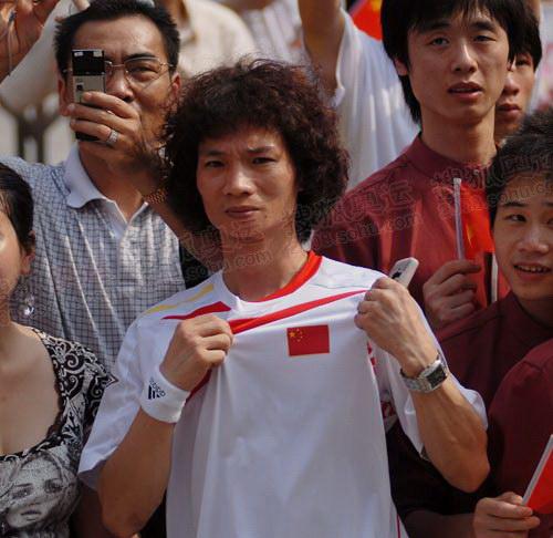 广州奥运火炬传递中那些可爱的脸庞