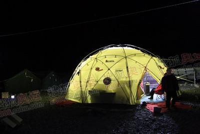 指挥帐蓬的光芒将从5月7日通宵照亮登顶队员的前进之路