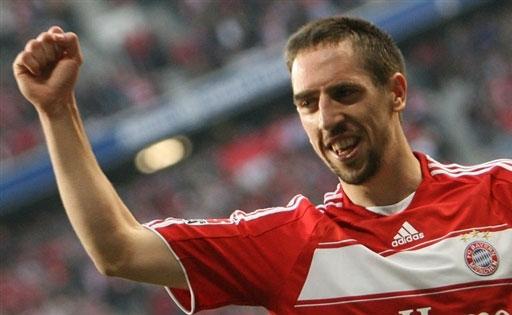 图文:[德甲]拜仁2-0比勒菲尔德 里贝里振臂欢呼