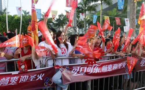 8日上午7时多,市民中心广场已经是人山人海.深圳新闻网记者 傅大伟 摄影