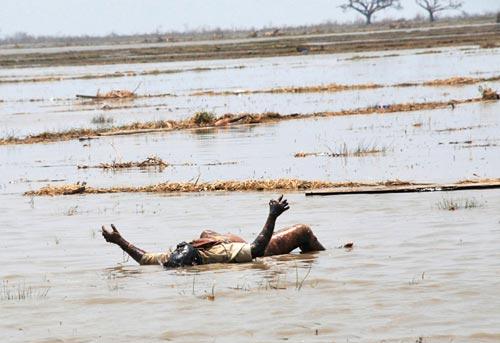 """缅甸""""杀人风暴""""可能导致10万人死亡。"""