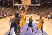 图文:[NBA]湖人vs爵士 加索尔强攻篮下