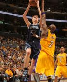 图文:[NBA]湖人vs爵士 基里连科强行上篮