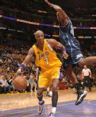 图文:[NBA]湖人胜爵士 奥多姆上篮