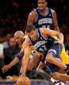图文:[NBA]湖人胜爵士 普莱斯抢劫