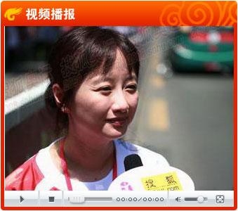 视频:搜狐CFO余楚媛深圳传圣火 很骄傲能与登顶同天