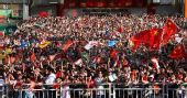 图文:奥运圣火在深圳传递 市民为圣火传递加油