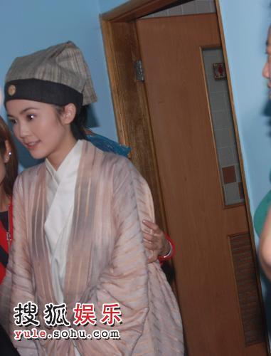 蔡卓妍在《剑蝶》剧组