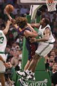 图文:[NBA]骑士VS凯尔特人 瓦雷乔被封盖