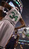 图文:[NBA]骑士VS凯尔特人 皮尔斯特写