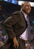 图文:[NBA]骑士VS凯尔特人 里弗斯场边指挥