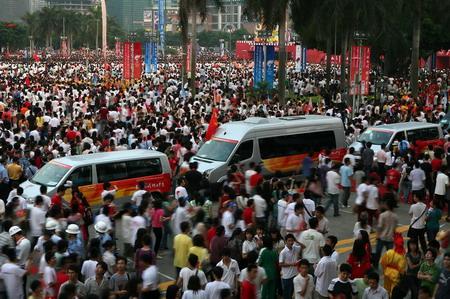 2008年5月7日,奥运圣火开始了在广东省广州市传递,承载着奥运圣火的大众汽车火炬接力车队受到了广州市民的热烈欢迎
