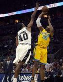 图文:[NBA]马刺胜黄蜂 韦斯特后仰跳投