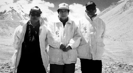 1960年的屈银华、王富洲和贡布(从左至右)