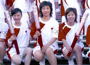 图:李菲、韩静、黄燕慧(左起)难得同台。(图片来源:澳门日报)