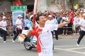 组图:奥运圣火在惠州传递 第038棒火炬传递者