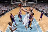 图文:[NBA]湖人VS爵士 基里连科上篮