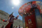 图:大本营举行庆祝仪式 藏戏歌舞表演