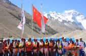 图:大本营举行庆祝仪式 登山队队员出席仪式