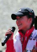 图:大本营举行庆祝仪式 歌手谭维维演唱