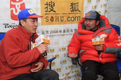 王勇峰,搜狐的老朋友,他从珠峰下来后第一个接受的网络在线