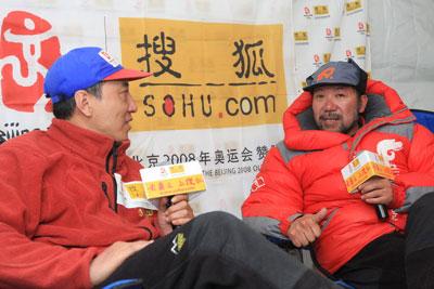 面对本次访谈的主持人赵牧,王勇峰敞开心屝,谈了很多不为人知的故事