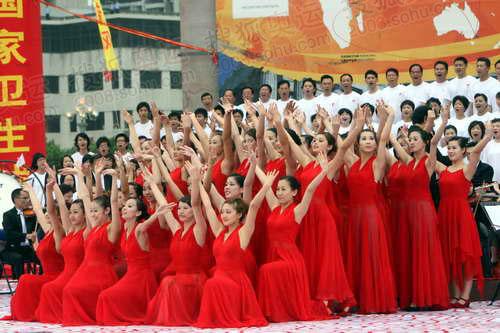 图文:汕头站庆典仪式现场 现场歌舞表演