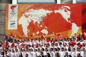 图文:汕头站庆典仪式现场 现场热情的群众