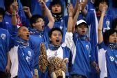 图文:[中超]山东VS上海 上海球迷不示弱