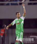 图文:[中超]北京2-0辽宁 堤亚哥庆祝进球
