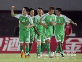 图文:[中超]北京2-0辽宁 御林军集体庆祝