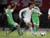 图文:[中超]北京2-0辽宁 戴琳突破