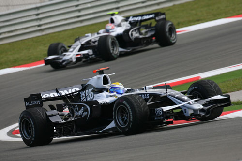 威廉姆斯两位车手在赛场上