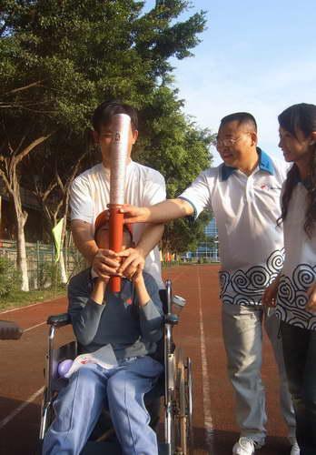 残疾儿童模拟火炬接力