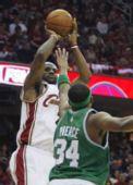 图文:[NBA]凯尔特人VS骑士 詹姆斯中投
