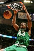 图文:[NBA]凯尔特人VS骑士 帕金斯灌篮