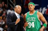 图文:[NBA]凯尔特人VS骑士 皮尔斯接受指导
