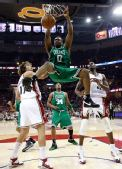 图文:[NBA]凯尔特人VS骑士 鲍威灌篮