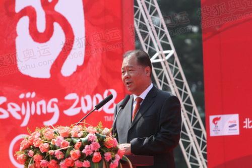 福州市市长郑松岩主持起跑仪式