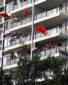 图文:奥运圣火在福州传递 群众欢迎奥运圣火