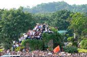 图文:奥运会圣火在福州传递 群众观看火炬传递