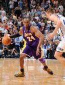 图文:[NBA]湖人不敌爵士 科比突破