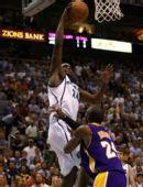 图文:[NBA]湖人不敌爵士 米尔萨普大力扣篮