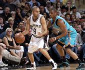 图文:[NBA]黄蜂VS马刺 帕克单打保罗