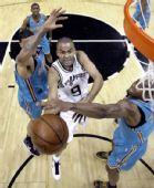 图文:[NBA]黄蜂VS马刺 帕克突破上篮