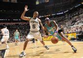 图文:[NBA]黄蜂VS马刺 维尔士进攻