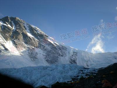 6400米营地最让人心醉的就是,伴睡的是美丽的冰塔林
