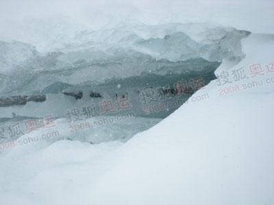 深不可测的冰裂缝