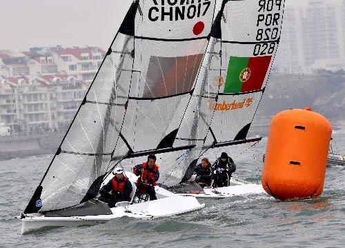 图文:青岛国际残帆赛第二天 杨秀娟与贾海亮