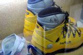 图文:珠峰登山博物馆在拉萨开馆 仁那的登山靴